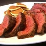 牛フィレ肉のローストビーフ ジャガイモのクレープを添えて